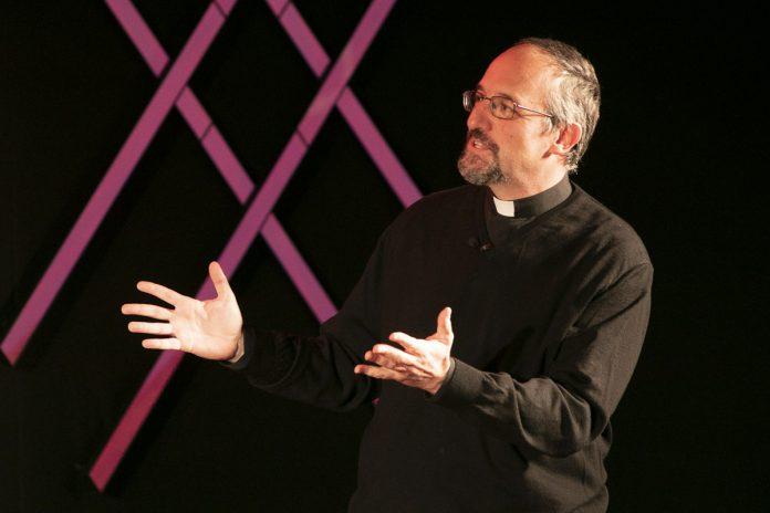 Don Luca Peyron al TEDx Torino. ©jsph