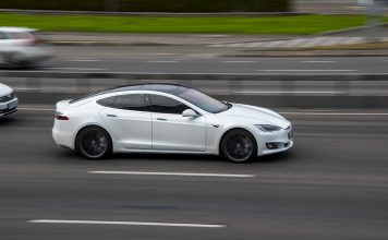 Tesla sulla strada